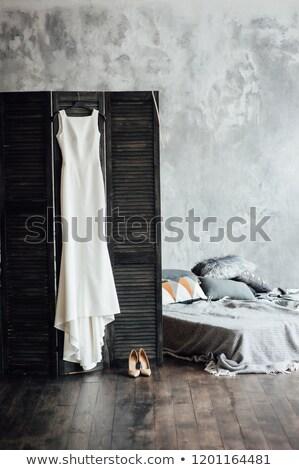 Сток-фото: удивительный · подвенечное · платье · подвесной · экране · серый · кровать