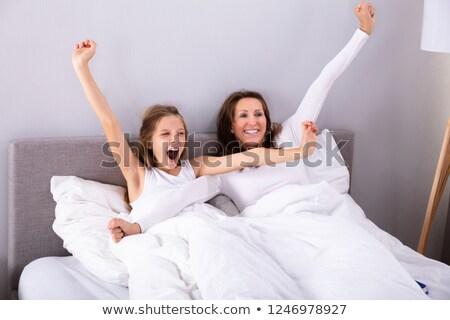 怠惰な · 女性 · ストレッチング · ベッド · 表示 - ストックフォト © andreypopov