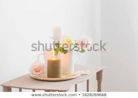 Dos ardor velas frescos rosas rojo Foto stock © neirfy