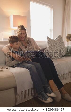Yandan görünüş anne oğul zaman birlikte okuma Stok fotoğraf © wavebreak_media