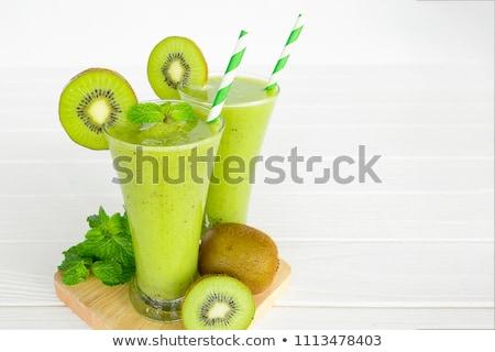 Kiwi jugo frutas fondo verde blanco Foto stock © leeser