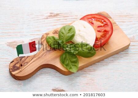 Tomates fresco manjericão folhas bandeira italiana Foto stock © frank11