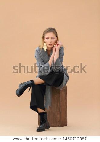 Perfect jonge brunette zwarte jas leggings Stockfoto © acidgrey