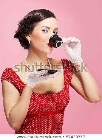 kávéscsésze · barna · hajú · gyönyörű · nő · retro · portré · szürke - stock fotó © lunamarina