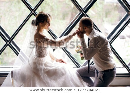 Stock fotó: Fiatal · esküvő · pár · csók · ablak · élvezi