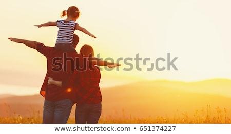 Sylwetka szczęśliwą rodzinę dzieci rodziny domu szczęśliwy Zdjęcia stock © koca777