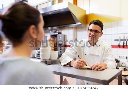 Chef restaurante fast food escrita ordem pessoas fast-food Foto stock © dolgachov