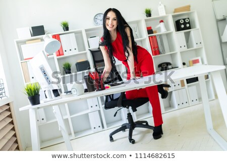 Güzel genç kız ayak sandalye portre Stok fotoğraf © Traimak