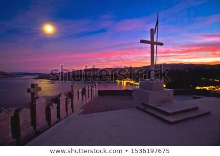 Eiland avond kerkhof boven stad Stockfoto © xbrchx