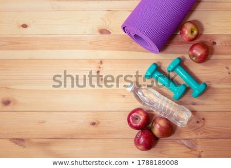 Pomme une bouteille d'eau eau beauté exercice énergie Photo stock © M-studio