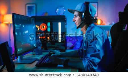 Сток-фото: сидят · играет · компьютерная · игра · темно · комнату · концентрированный