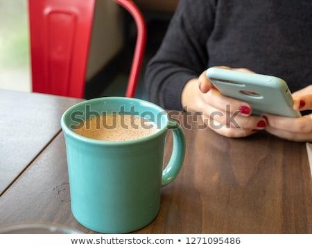 Kadın cep telefonu içme sıcak çikolata kafe gündelik Stok fotoğraf © stevanovicigor