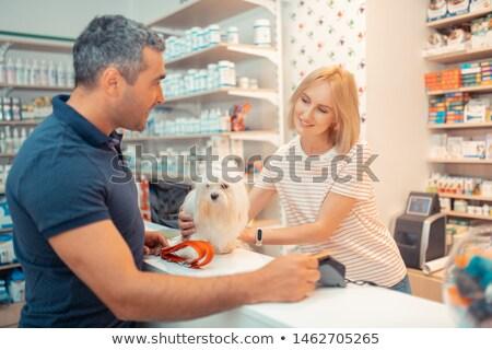 Vrouw dierenarts praten klant medische kantoor Stockfoto © wavebreak_media