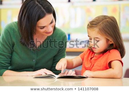 Stockfoto: Leraar · schoolkinderen · primair · klasse · vrouw · boek