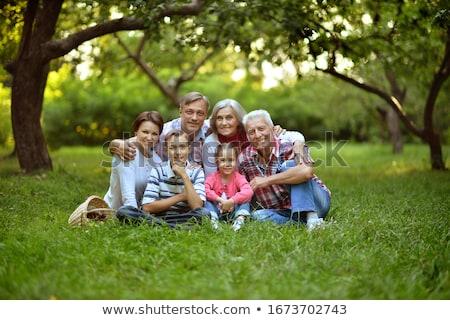 Mensen park familie vrienden ontspannen Stockfoto © robuart