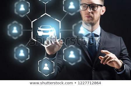Biznesmen faktyczny hologram samochodu podział działalności Zdjęcia stock © dolgachov