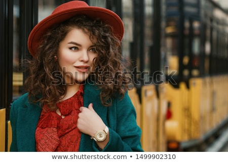 Hermosa rizado jóvenes morena mujer Foto stock © dashapetrenko
