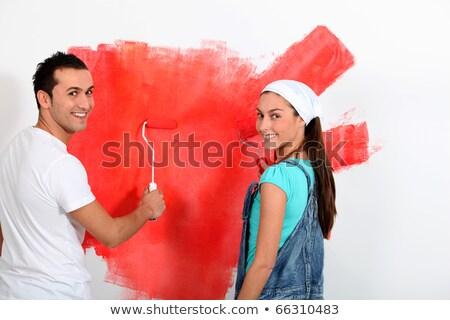 Foto d'archivio: Coppia · pittura · muro · rosso · sorriso · uomo