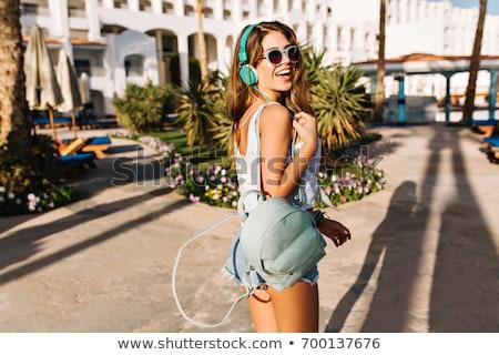 Foto stock: Retrato · feliz · mulher · jovem · posando · praia · água