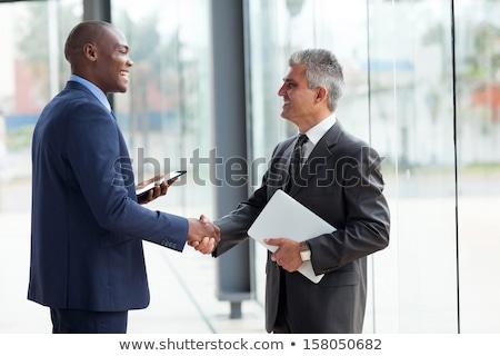 altos · empresario · apretón · de · manos · oficina · sonriendo · mano - foto stock © photography33