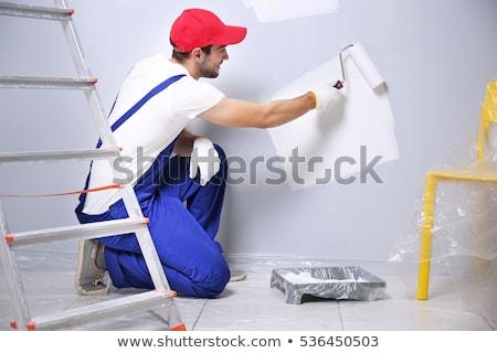 casa · trabalhando · mãos · para · cima · telhado · ao · ar · livre - foto stock © photography33