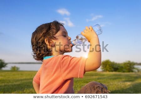 Sediento nino agua potable cara escuela feliz Foto stock © meinzahn