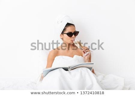 piękna · młodych · pani · bed · szkła · szampana - zdjęcia stock © nejron