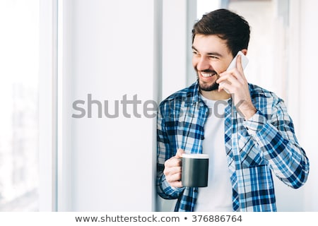 Iszik kávé beszél mobiltelefon reggel boldog Stock fotó © stevanovicigor