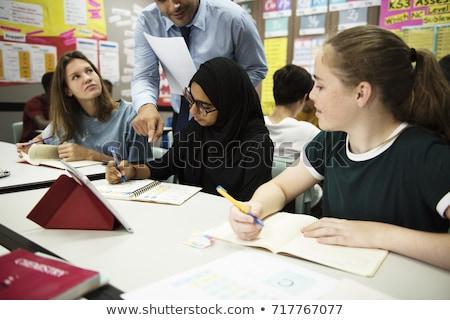Müslüman Arapça kızlar öğrenme birlikte grup Stok fotoğraf © zurijeta