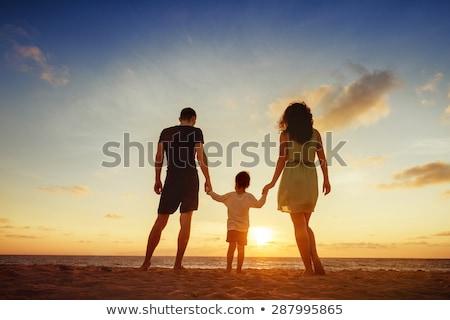 3 ·  · 幸せ · 子供 · 演奏 · ビーチ · 日 - ストックフォト © iordani