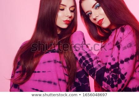 Gyönyörű kaukázusi ikrek női modellek rózsaszín Stock fotó © NeonShot
