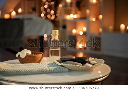 Foto d'archivio: Essential Massage Oil Salt And Candles At Spa