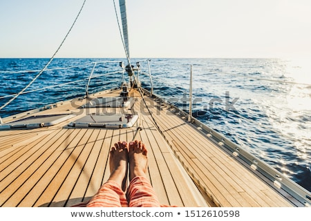 Vrouw ontspannen zeilen boot lachend vervoer Stockfoto © IS2