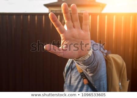 sztár · férfi · rejtőzködik · arc · paparazzi · kezek - stock fotó © stevanovicigor