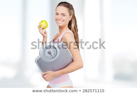 Foto stock: Mulher · em · pé · banheiro · balança · fundo · branco