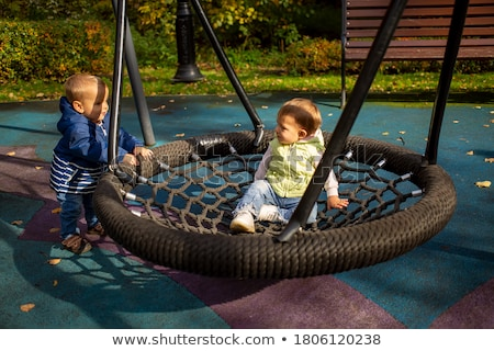 два мало счастливым девочек играет гамак Сток-фото © dashapetrenko