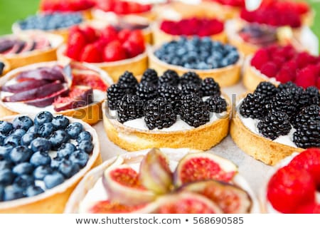 Málna sütemény gyümölcsök desszert friss pékség Stock fotó © M-studio