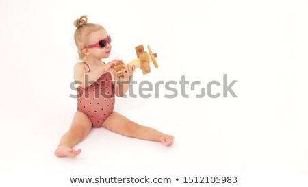 Nina marrón traje de baño gafas de sol mujer Foto stock © RuslanOmega