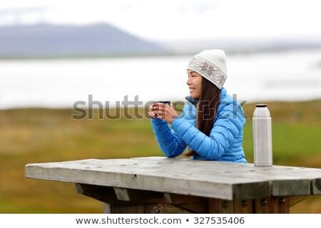Vrouw genieten warme drank koffie venster Stockfoto © IS2