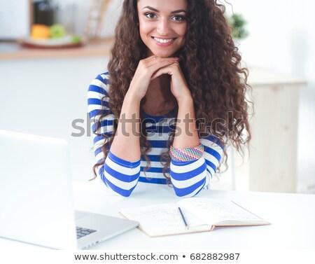 Portre gülen genç kadın okuma kitap mutfak Stok fotoğraf © 2Design