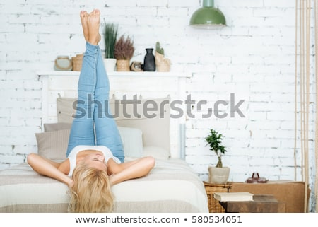 belo · mulher · loira · relaxante · casa · sorridente · caucasiano - foto stock © neonshot