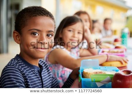 iskolások · ül · kívül · barátok · diákok · csoport - stock fotó © lopolo