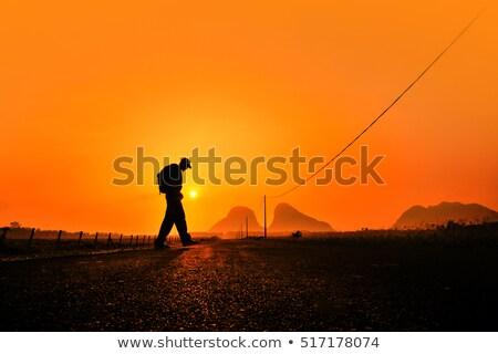 Fiatal hátizsákos turista férfi sétál sivatag kaukázusi Stock fotó © nito