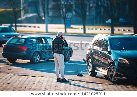 Człowiek wzywając wsparcie samochodu wypadku smutne Zdjęcia stock © AndreyPopov