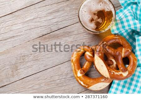 Oktoberfest achtergrond zoute krakelingen bier mok voedsel Stockfoto © karandaev