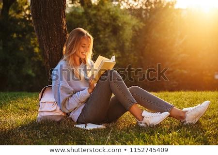 kadın · yazı · notlar · kampus · çim · çim - stok fotoğraf © hasloo