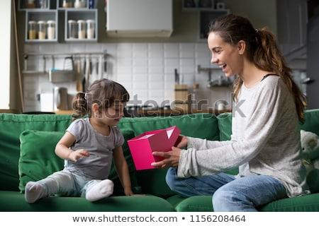 Stock fotó: Boldog · fiatal · gyerekek · ajándékdobozok · nappali · szülők