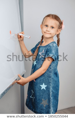 Little girl em pé prancheta escolas feliz criança Foto stock © goce