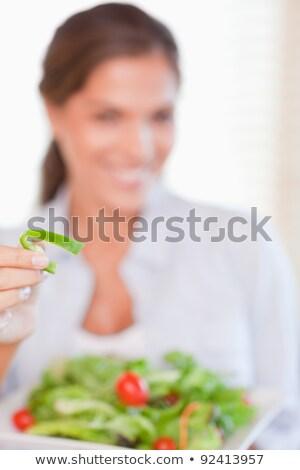 ストックフォト: 肖像 · 若い女性 · 食べ · サラダ · カメラ · フォーカス