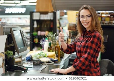 Vrolijk kassier vrouw werkruimte tonen Stockfoto © deandrobot